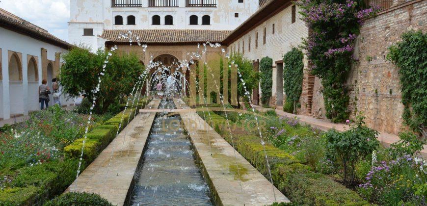 4* Elegant Hotel located near the historic center of Granada