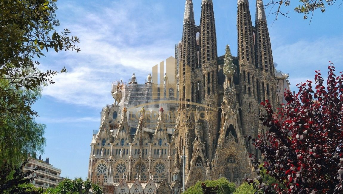 RENOVATED RESIDENTIAL BUILDING in BARCELONA (SPAIN)