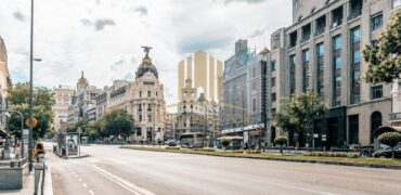 Residential building located in a very commercial and central area of Madrid.